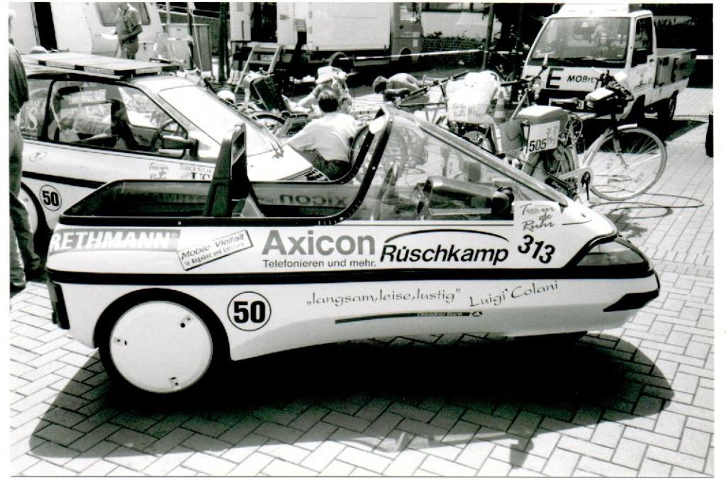 Ein Stück Geschichte der Tour de Ruhr: das mini-EL City Cabrio der Firma Rüschkamp.  Foto: Matthias Münch