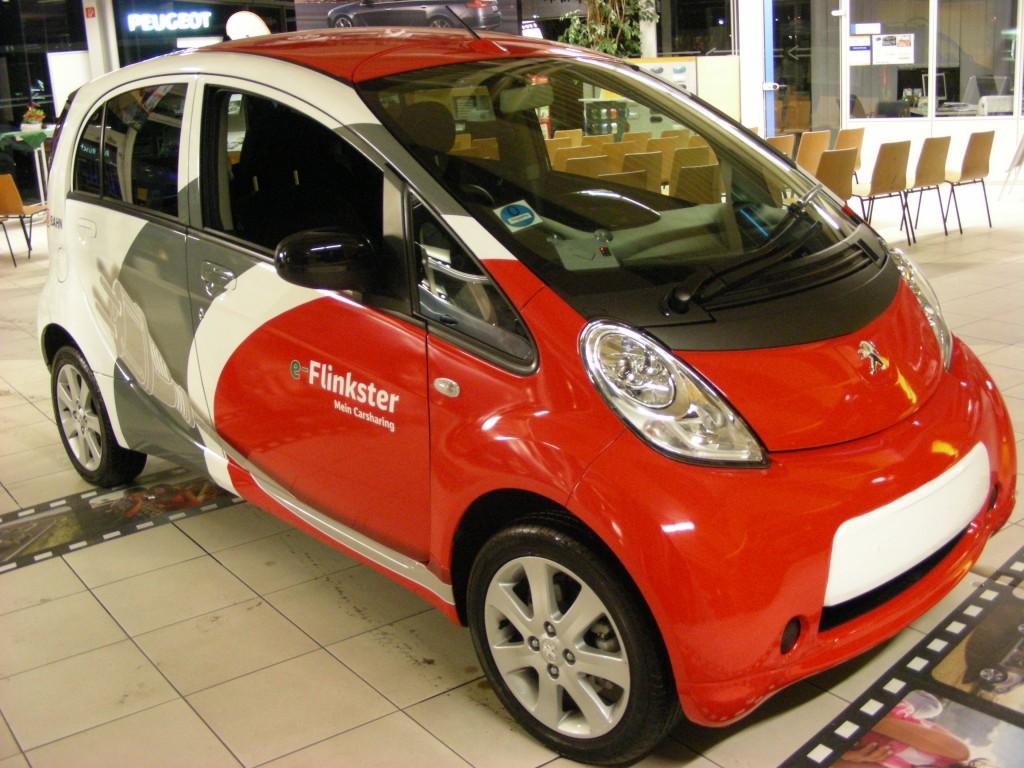 Zum ersten Mal wird der Peugeot iOn bei Rüschkamp gezeigt.