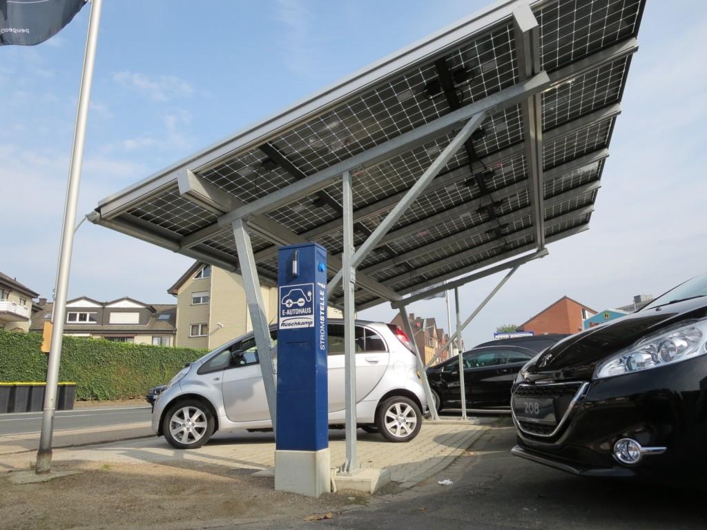 Solarcarport in Werne mit EBG-Ladesäule, Foto: Bernd Lieneweg
