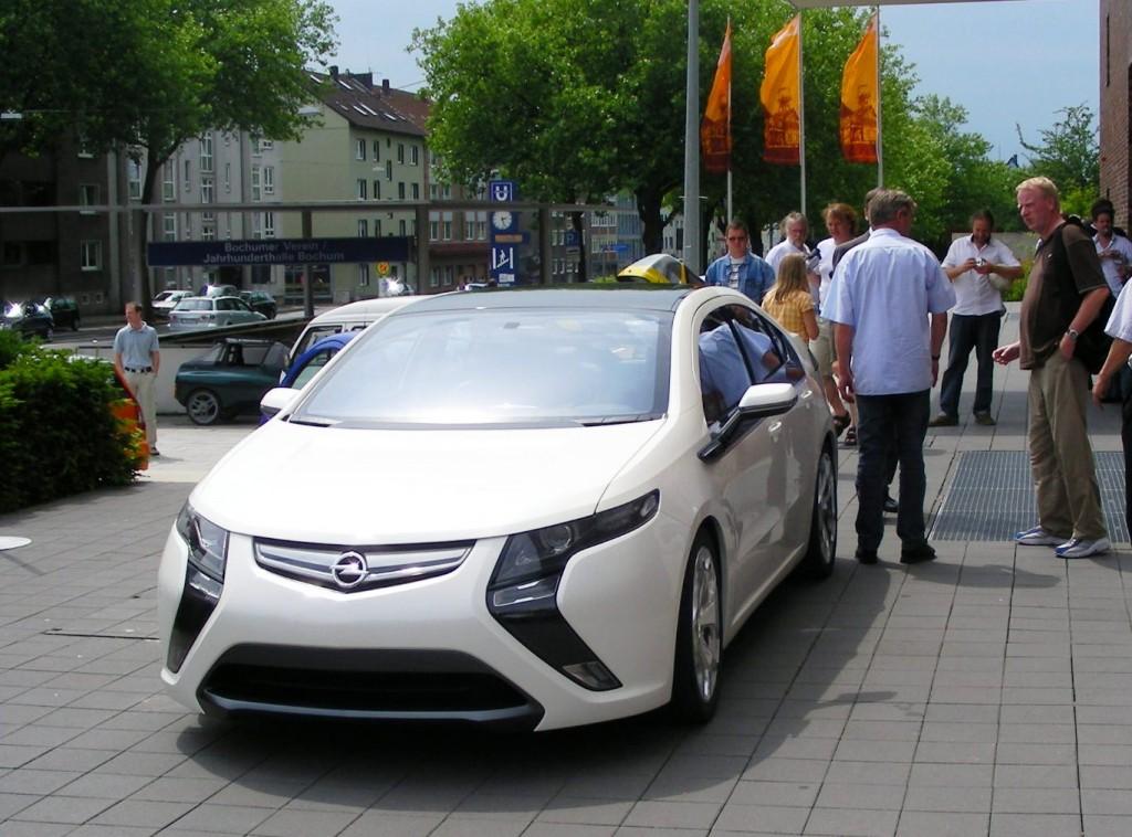 Dem autohaus Rüschkamp war es gelungen, ein Vorserienfahrzeug des Opel Ampera zu bekommen und vorzustellen.