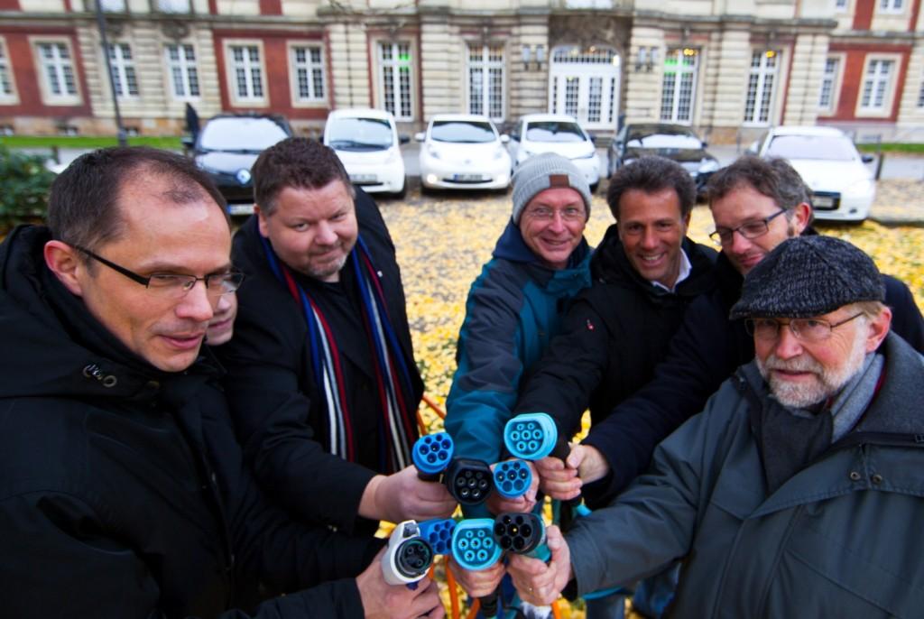 Elektroautofahrer auf der Suche nach Strom im Münsterland (Foto: Michael Billig)