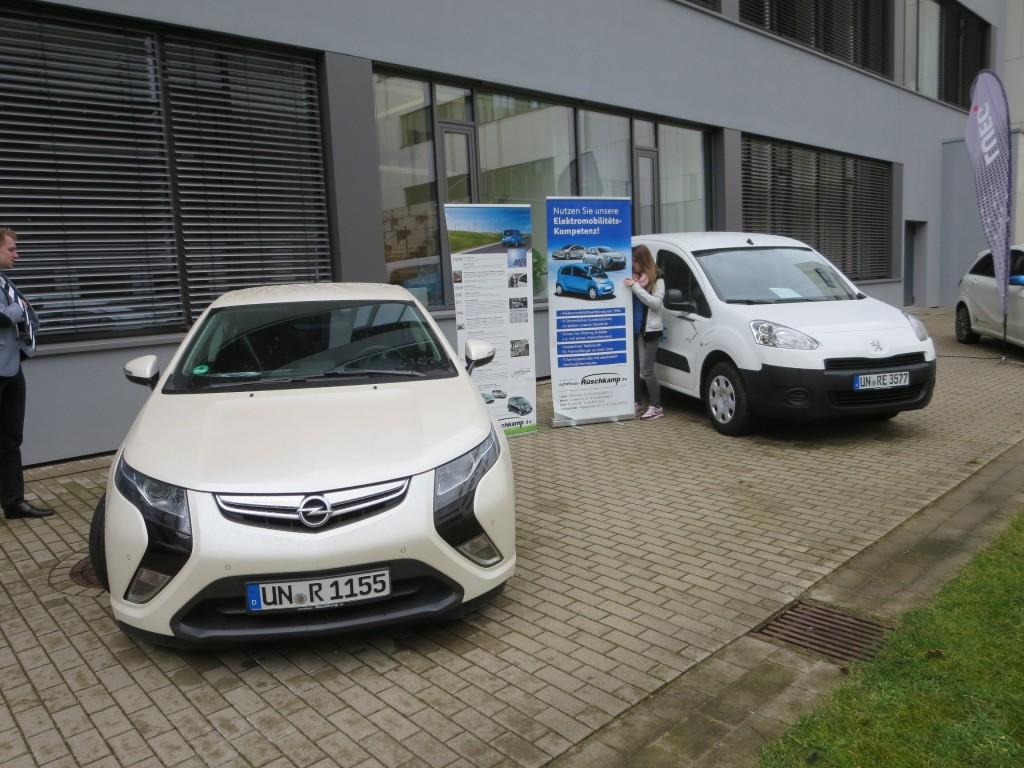 Bei Interesse am Opel Ampera oder am Peugeot Partner Electric wenden Sie sich an unsere Autoverkäufer oder an Joan Hendrik Rüschkamp, jhr (at) autohaus-rueschkamp.de