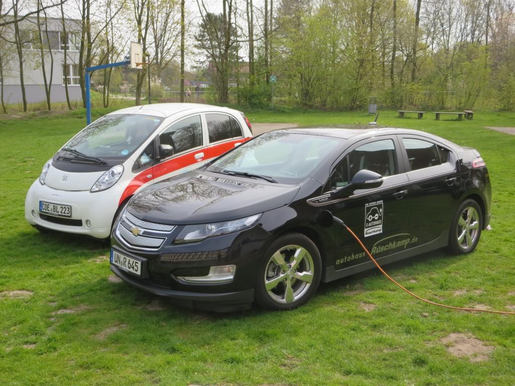 Ein Kundenfahrzeug Peugeot iOn, zugelassen 2011, und ein Geschäftswagen Chevrolet Volt, zugelassen 2013, gehörten zu den neueren Serienfahrzeugen.
