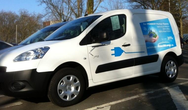Abends stieß dann auch noch ein Peugeot Partner von Rüschkamp dazu, das derzeit neueste Auto im Rüschkamp-Programm