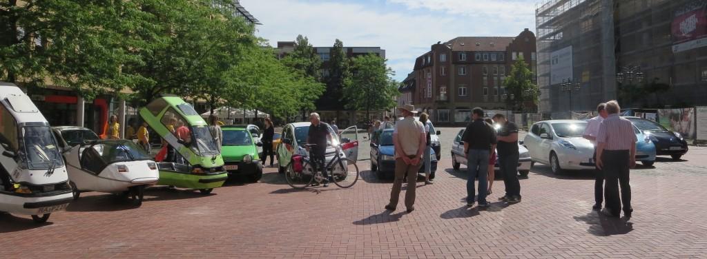 Vor dem Rathaus in Lünen wurden die Teilnehmerfahrzeuge ausgestellt.