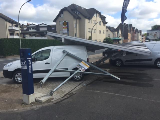 Völlig zerstört wurde bei einem Unfall mit Fahrerflucht unser Solarcarport in Werne.