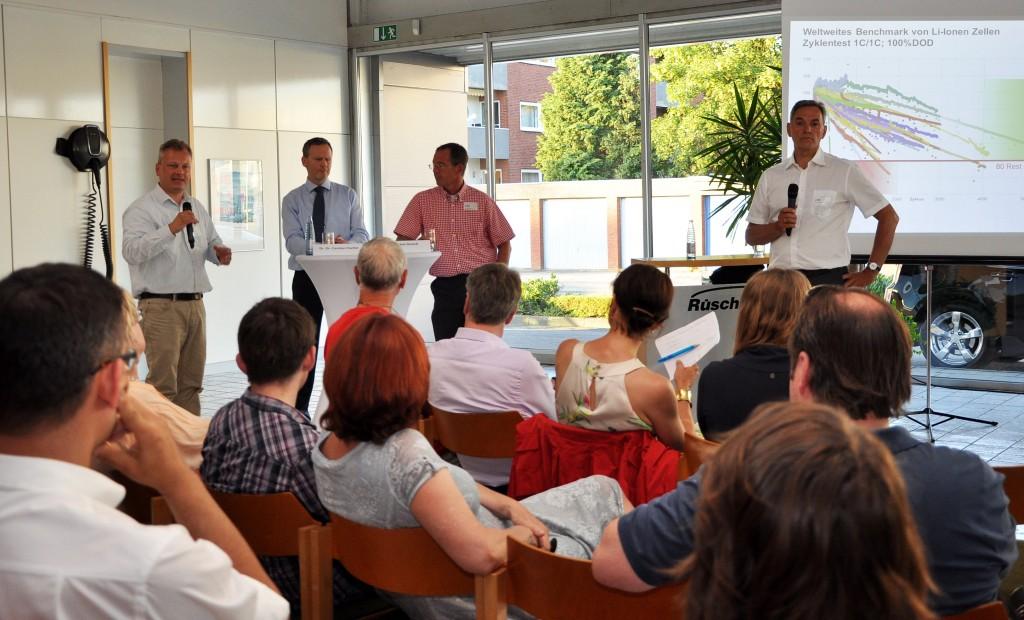 Die angeregte Diskussion im Anschluss an beide Vorträge wurde souverän von Amandus Petrausch moderiert.