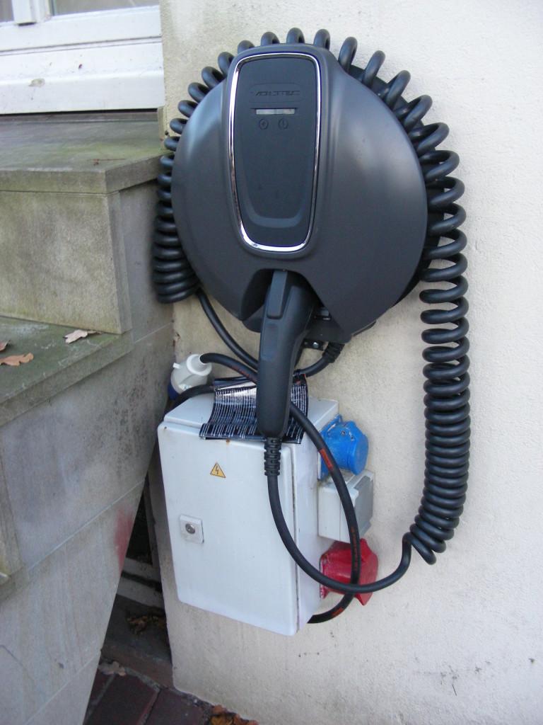 Auch die alte Ladestation aus dem Drehstromnetz steht allen Elektrofahrern weiterhin kostenlos zur Verfügung.