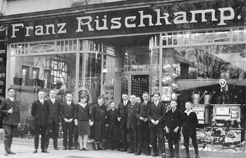 Die Firma Franz Rüschkamp gibt es seit über 190 Jahren. An der Steverstraße gab es früher eine der ersten Tankstellen in Lüdinghausen.