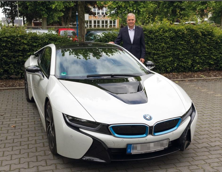 Prof. Christof Wetter - begeisterter Ampera-Fahrer, hier mit BMW i8