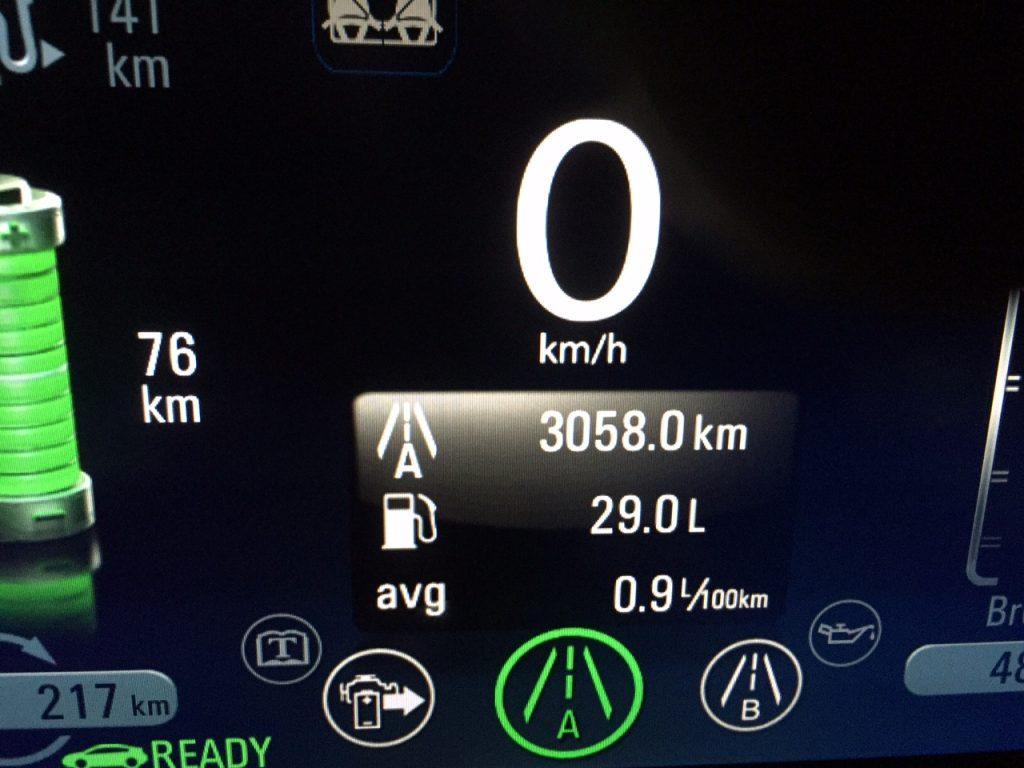 Diszipliniert immer schön laden, dann kann man den Ampera praktisch ohne Benzin fahren, der Motor ist schließlich nur ein Range-Extender.